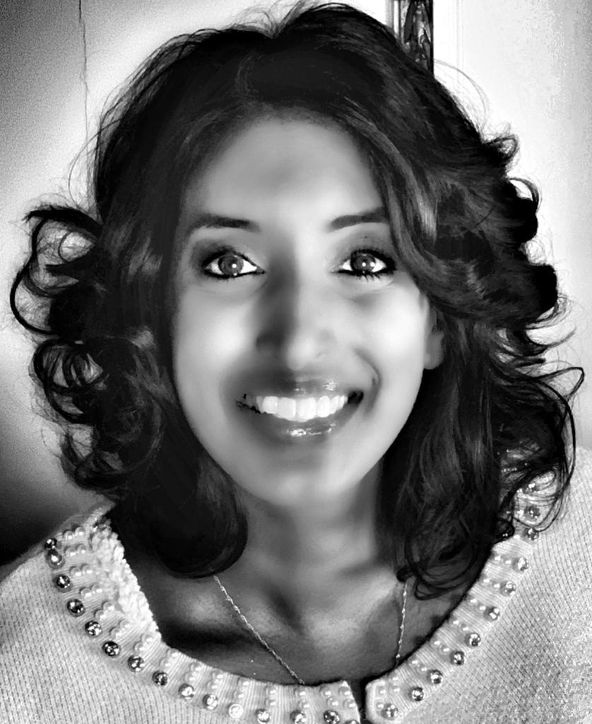 Bild zeigt ein schwarz-weißes Portraitfoto von Sabina Kocherhans - retouschiert